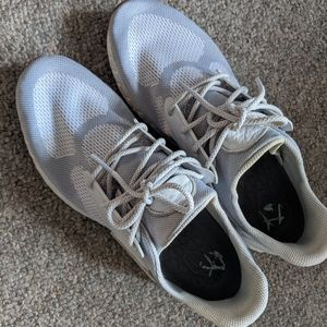 Like new white New Balance sneakers